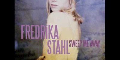 Fredrika Stahl – Twinkle Twinkle Little Star (musique de la publicité / Music ad- Nissan Juke)