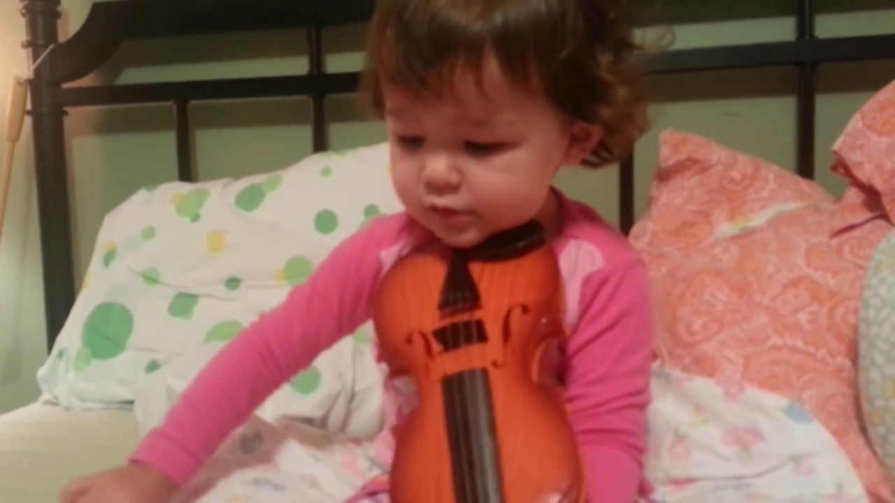 """Toddler Singing & Playing Violin """"Twinkle Twinkle Little Star"""" – 2 years old"""