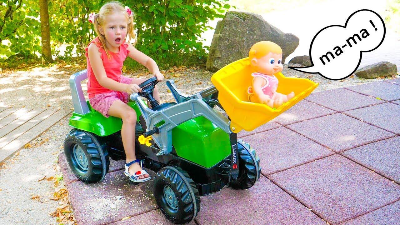 Nastya helps baby doll found her parents