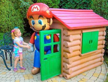 Nastya تسعى اللعب العملاقة في المنزل فيديو للأطفال
