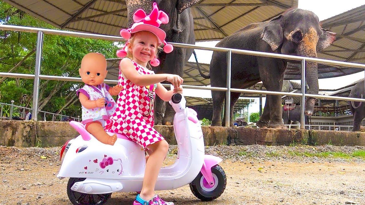 ركوب Nastya وطفل رضيع إلى حديقة الحيوان فيديو للأطفال