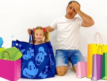 Nastya and dad are choosing new outfits